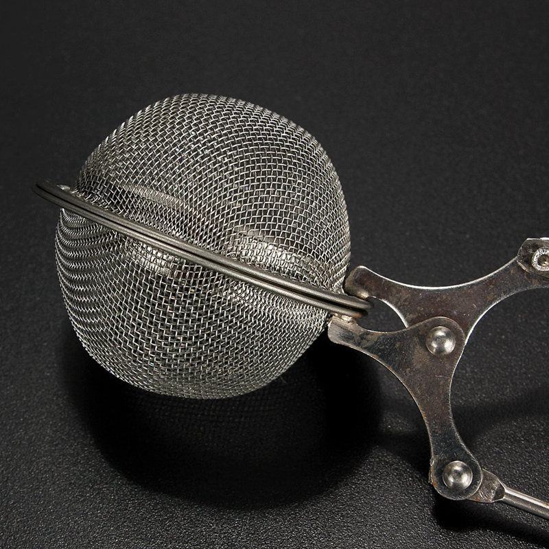 The filter Filtration Strainer Infuser Ball  Stainless Mesh Infuser 4.5CM F3Z1