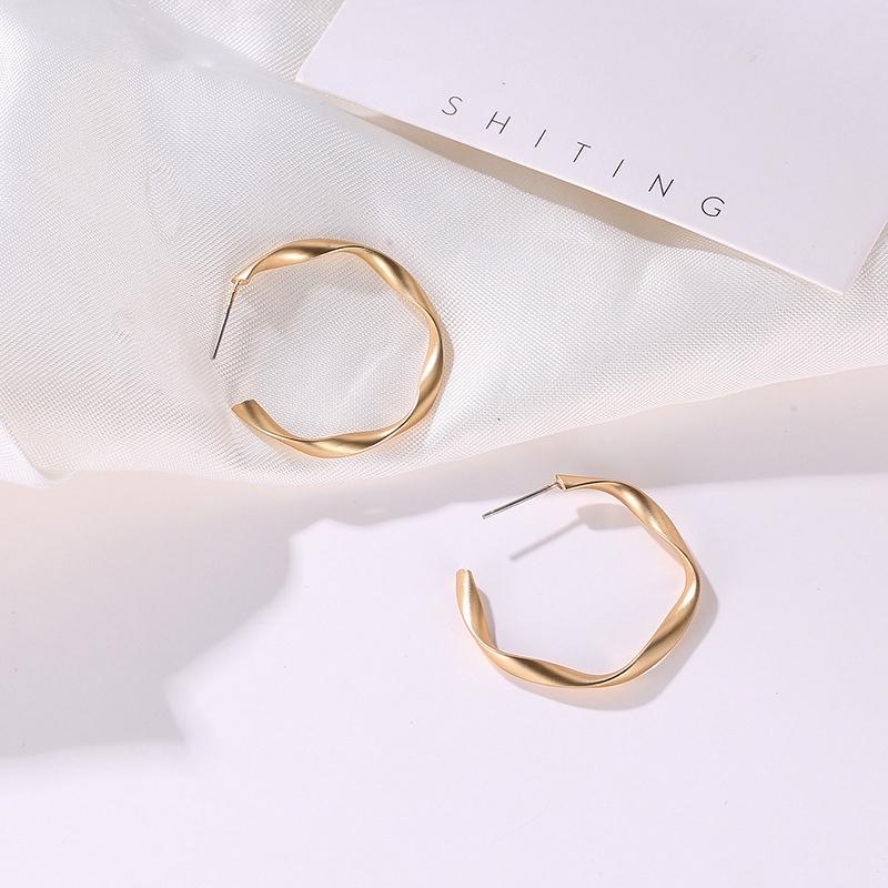 Indexbild 3 - Mode-Gold-Und-Silber-Ohrringe-Fuer-Frauen-Schmuck-Geschenke-Ohrringe-Modesch-P8H3