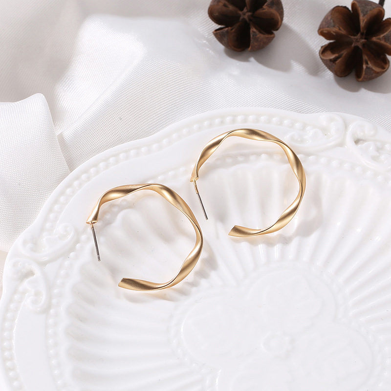 Indexbild 4 - Mode-Gold-Und-Silber-Ohrringe-Fuer-Frauen-Schmuck-Geschenke-Ohrringe-Modesch-P8H3