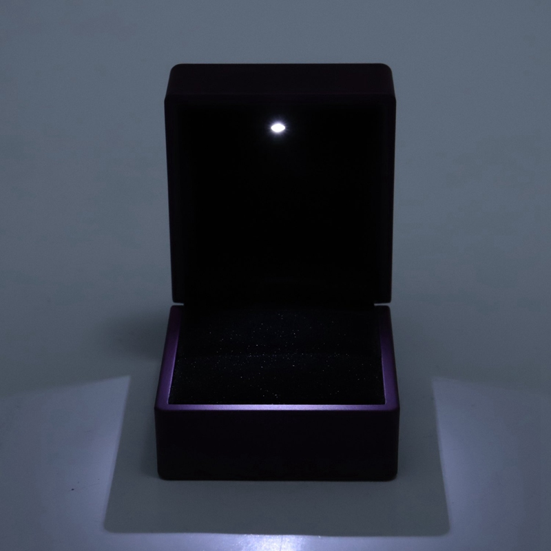 New-LED-Lighted-Ring-Gift-Box-Wedding-Engagement-Ring-Gift-Box-J6U1 thumbnail 7