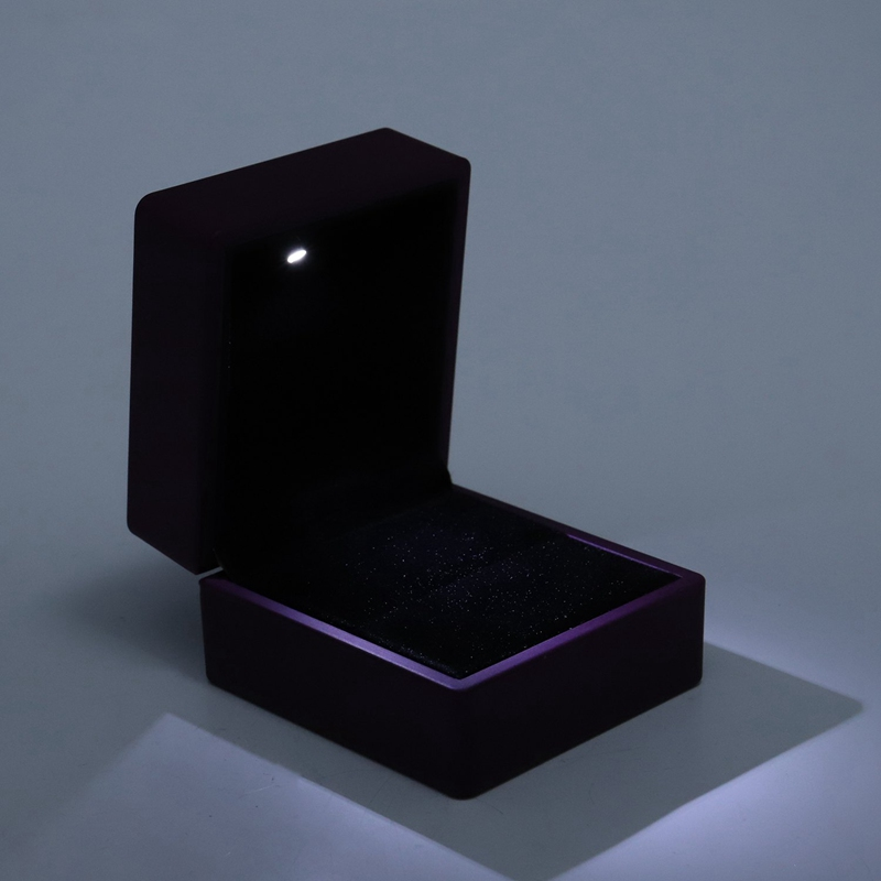 New-LED-Lighted-Ring-Gift-Box-Wedding-Engagement-Ring-Gift-Box-J6U1 thumbnail 8