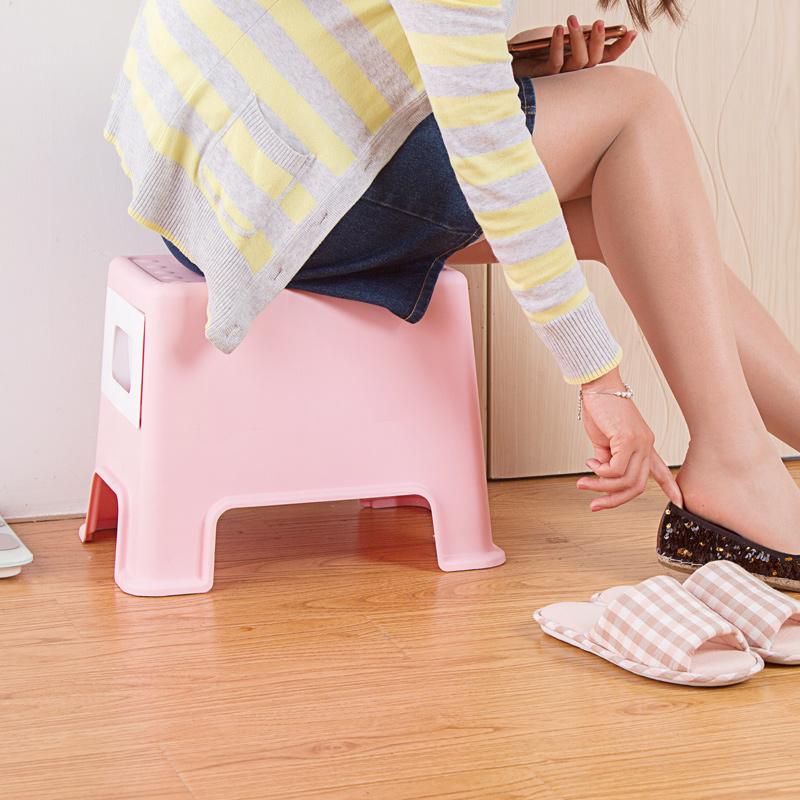 Taburete-de-Plastico-Cambiando-Sus-Zapatos-Pequeno-Banco-La-Gente-Puede-Se-Y7G7 miniatura 4