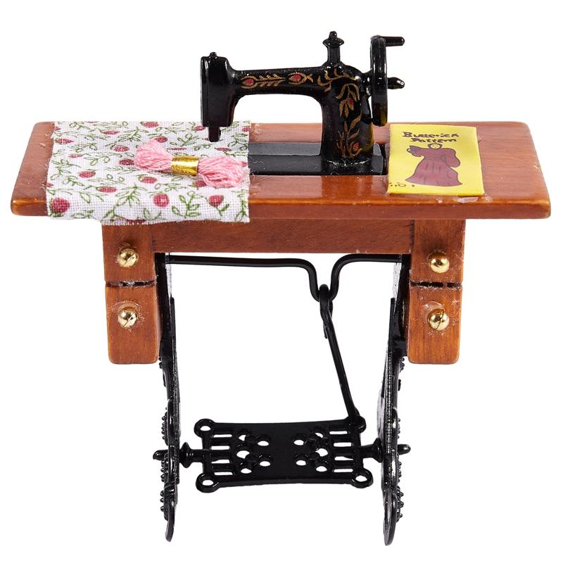 1X Vintage macchina per cucire in miniatura con il panno per la decorazione HK